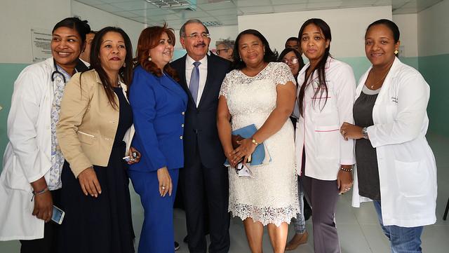 Danilo sorprende pacientes del Jaime Mota, tras entregar Centro de Atención Primaria