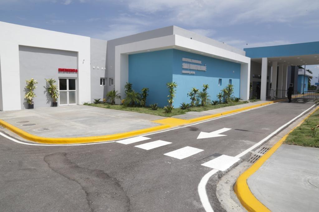 Presidente Medina entrega hospital San Bartolomé de Neiba