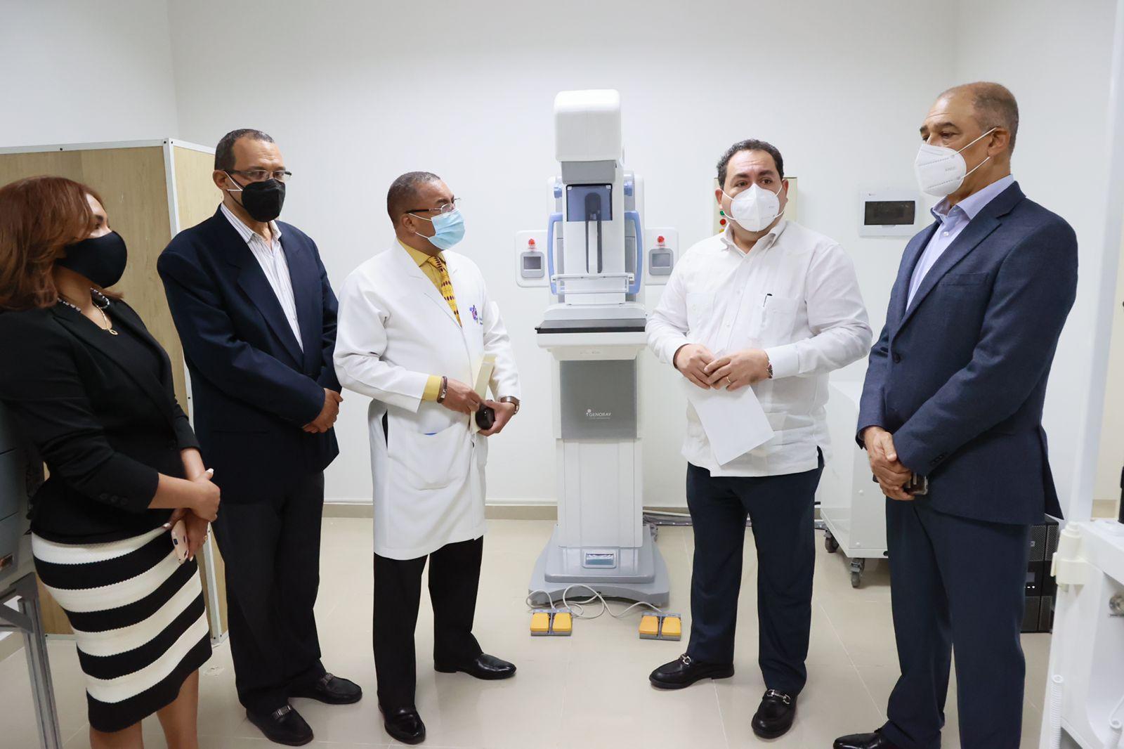 SNS entrega equipos valorados en RD$14.6 millones en dos hospitales de La Vega