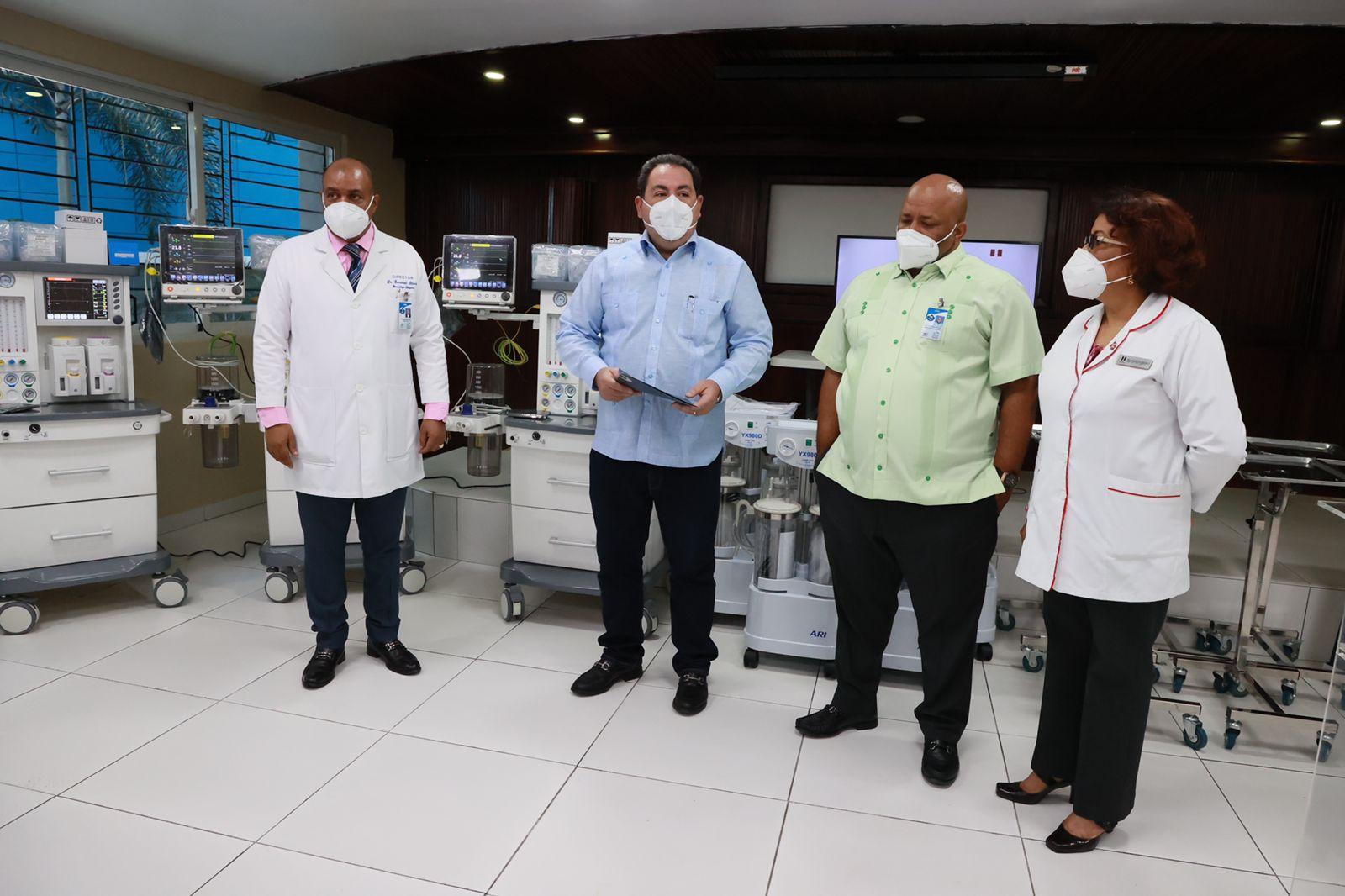SNS entrega 10.9 millones en equipos en cinco centros salud Red Pública