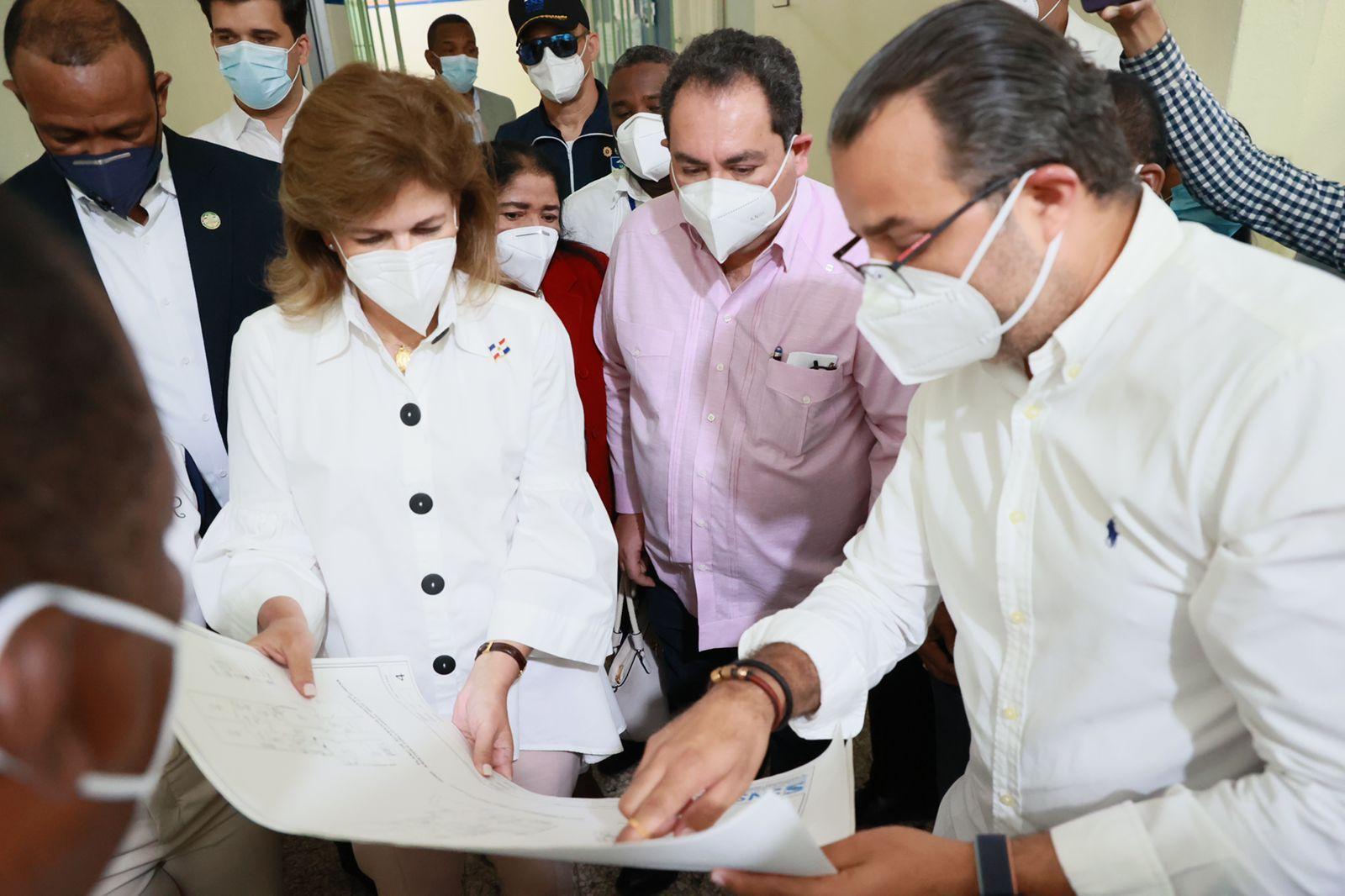 Lee más sobre el artículo Vicepresidenta y director SNS supervisan hospitales del Este